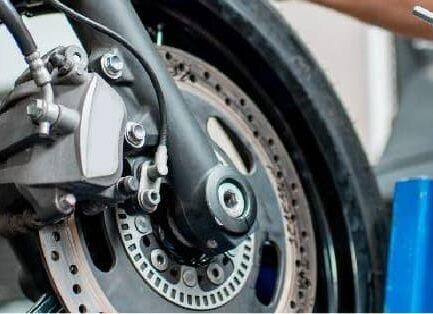 Banner revisar y cambiar llantas de moto
